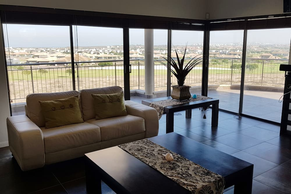 House, 4 Bedrooms, Golf View - Living Area