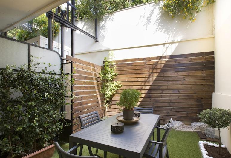 Under the shade of Acropolis, Athens, Apartment, Patio, Teres/Laman Dalam