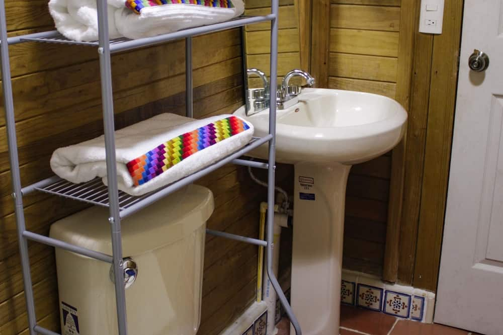 Rodinný domek, 3 ložnice, kuřácký - Koupelna