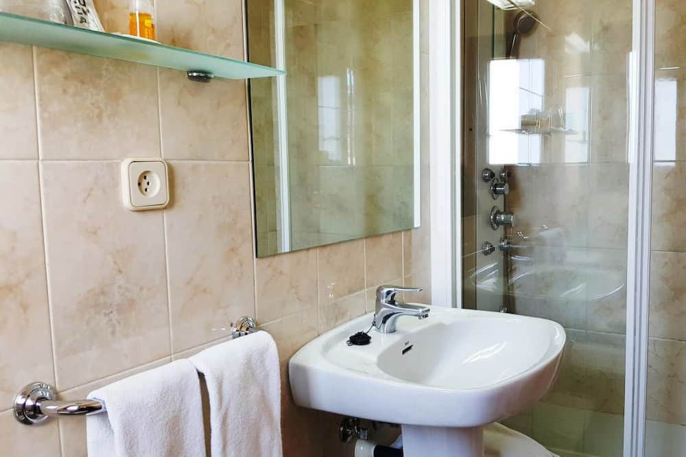 Family Room (2+2) - Bathroom