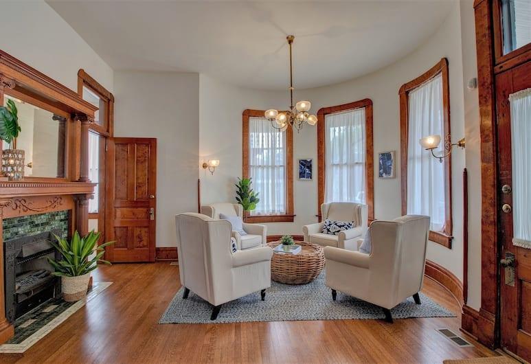 The Baker, North Little Rock, Turret Suite, Guest Room