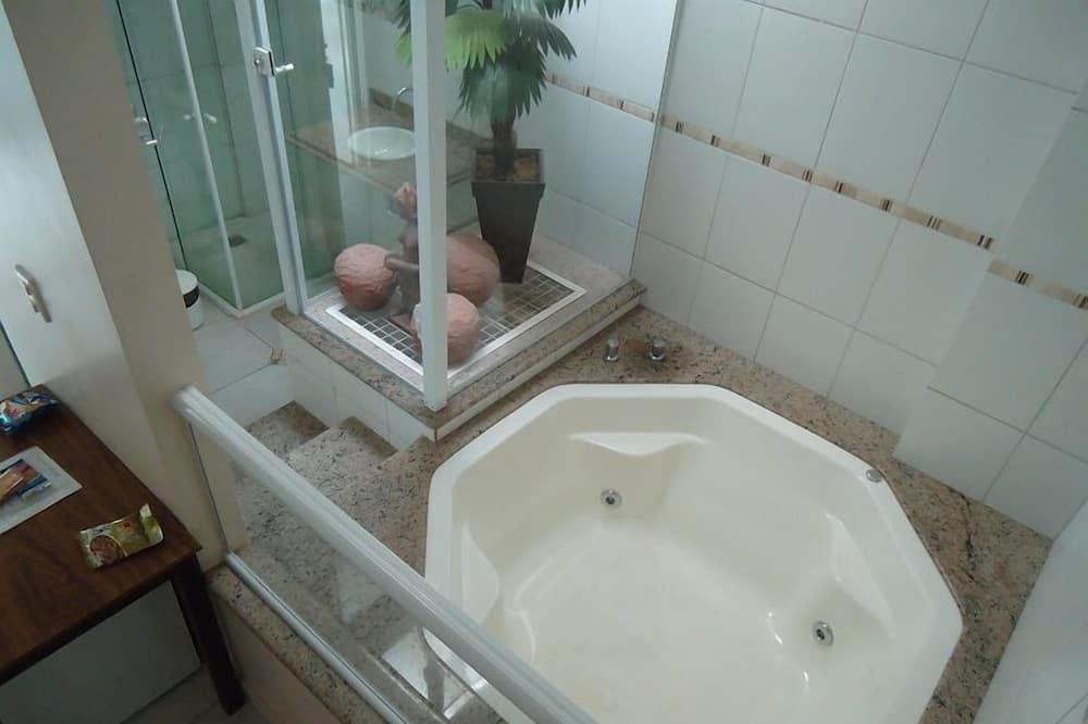 Habitación doble Deluxe, bañera de hidromasaje - Tina de hidromasaje