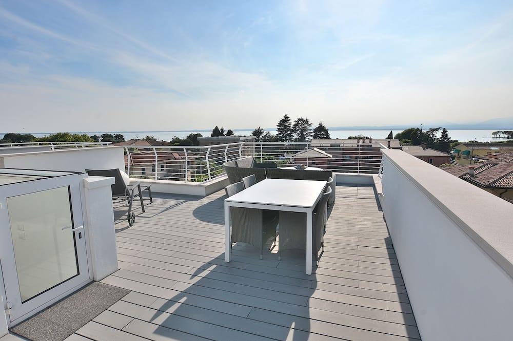 شقة - ٣ غرف نوم - بمنظر للمسبح - تِراس/ فناء مرصوف