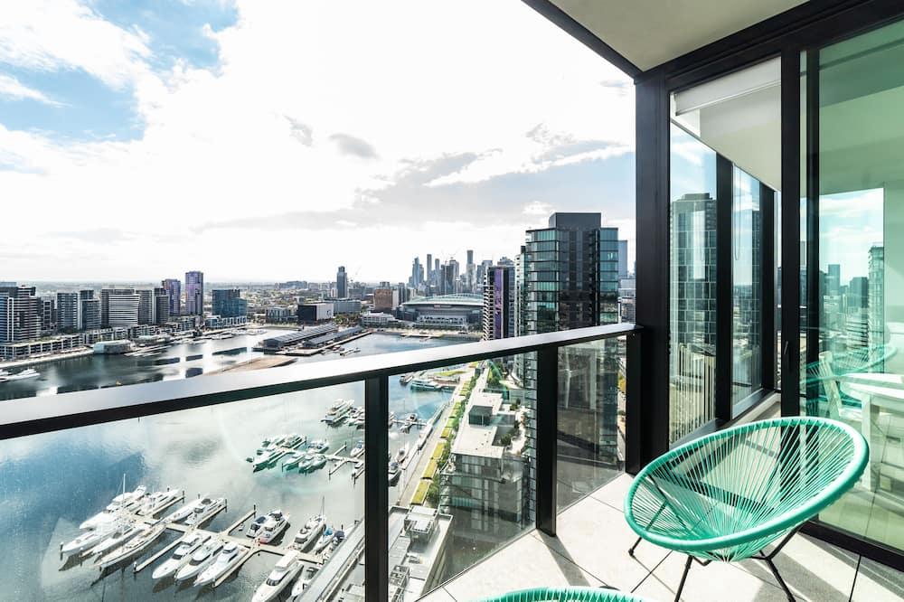 Sky High 2 Bedroom/2 Bathroom Apartments Harbour Views  - Balcony