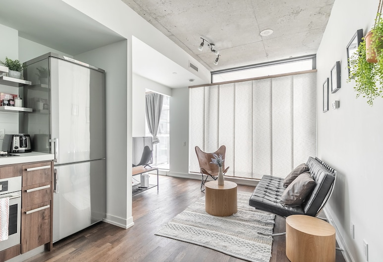 Stylish and Bright 1BR Condo King West, Toronto