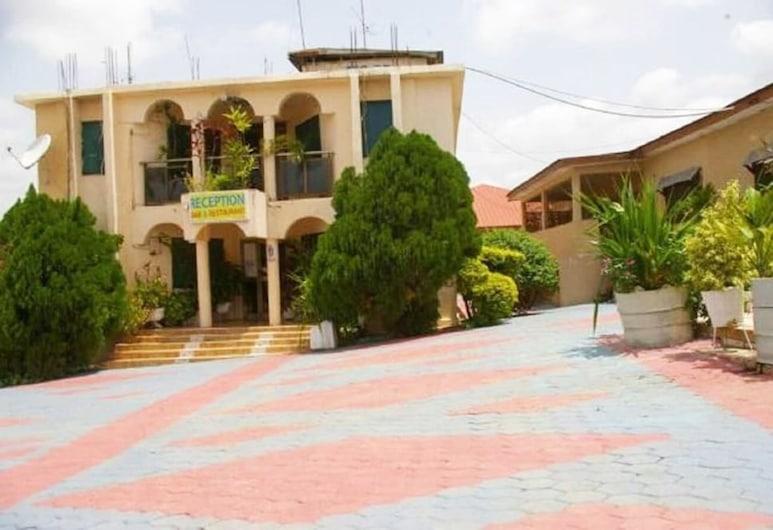 Tobehotel, Kumasi, Hotelfassade