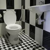 客房 (8 Guests) - 浴室