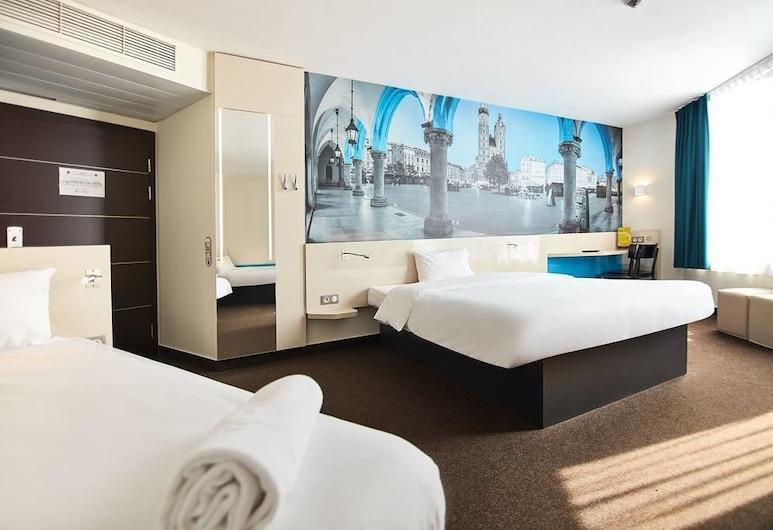 B&B Hotel Kraków Centrum, Krakau, Economy-Dreibettzimmer, Zimmer
