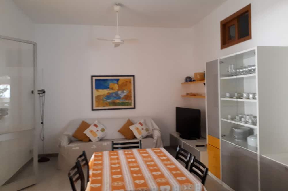 Classic House, 2 Bedrooms, Terrace, Ground Floor - Living Area