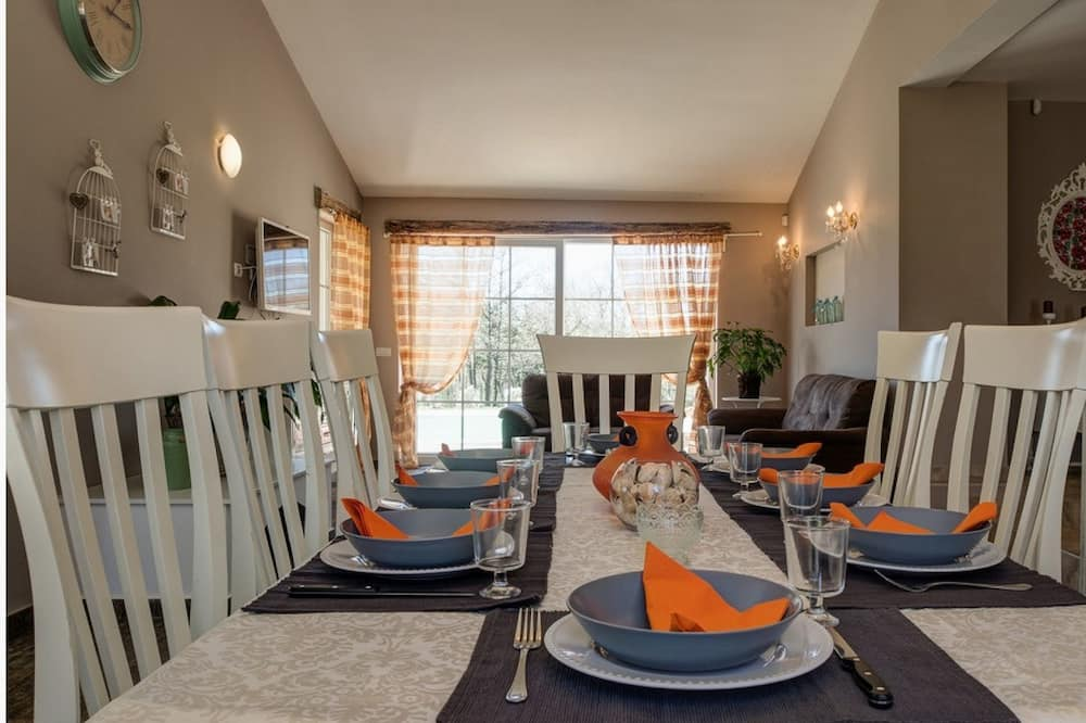 Villa, 6 Bedrooms, Private Pool - In-Room Dining