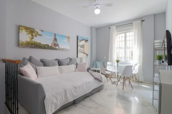 Nuotrauka: Bright and Quiet Apartment by Town, Malaga
