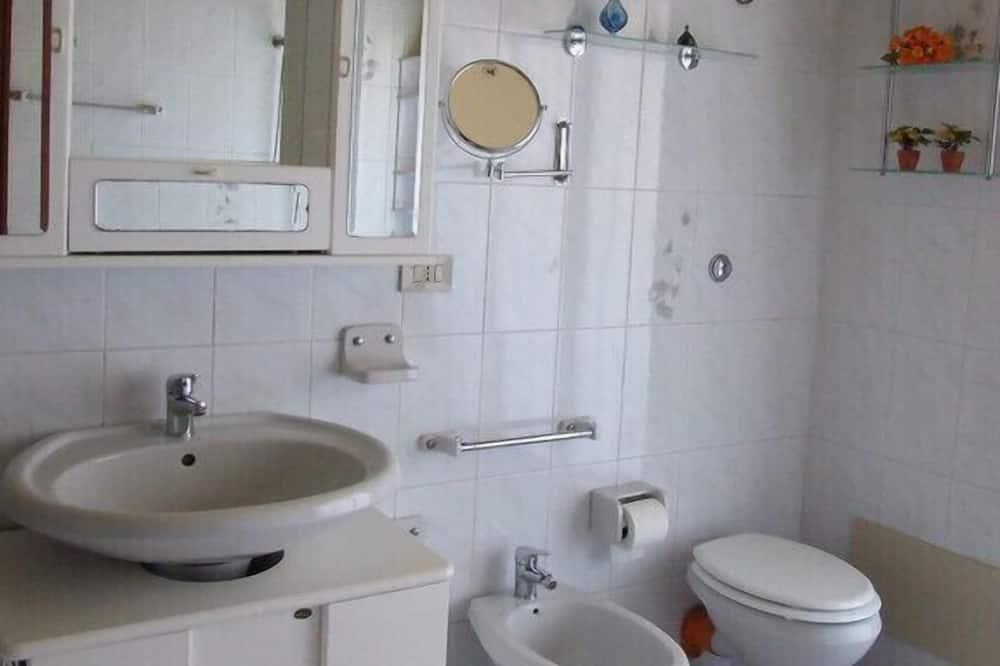 Appartement, 3 slaapkamers, Uitzicht op zee - Badkamer