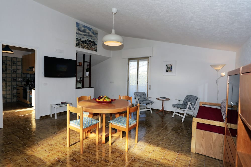 Basic Apartment, 3 Bedrooms - Living Area