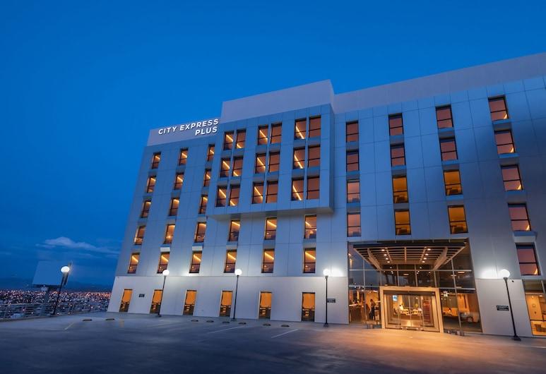 奇華華城市快捷普拉斯酒店, 吉娃娃, 酒店入口 - 夜景