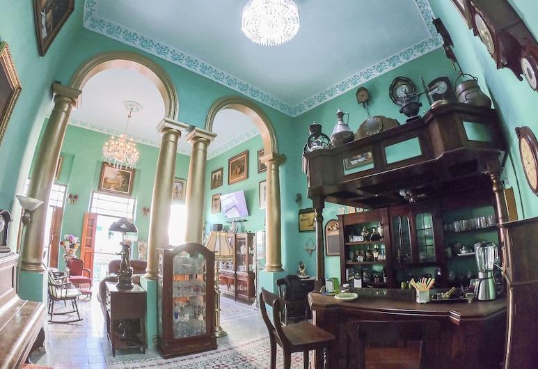 هوستال نيبتونو 1915, هافانا, بار الفندق