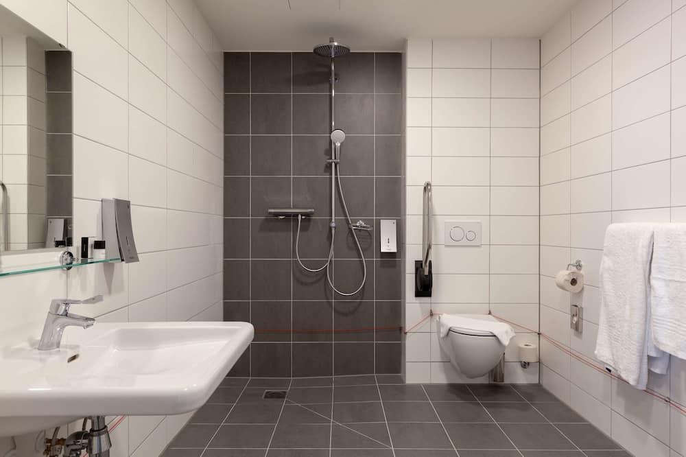 ห้องสแตนดาร์ด, เตียงใหญ่ 1 เตียง, พร้อมสิ่งอำนวยความสะดวกสำหรับผู้พิการ, ปลอดบุหรี่ - ห้องน้ำ