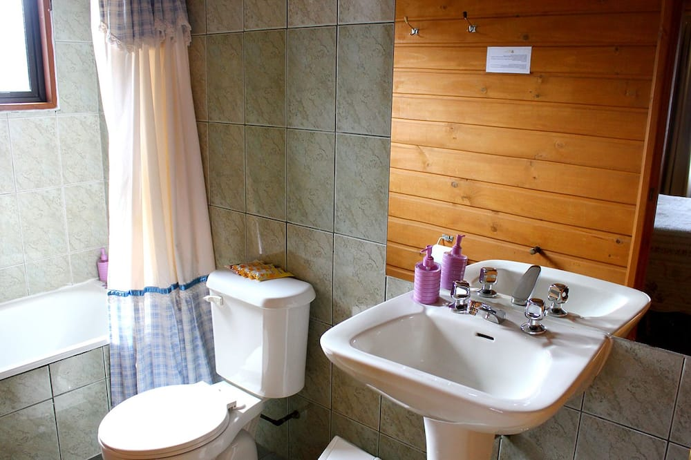 Standard Twin Room, 2 Twin Beds - Bathroom Shower