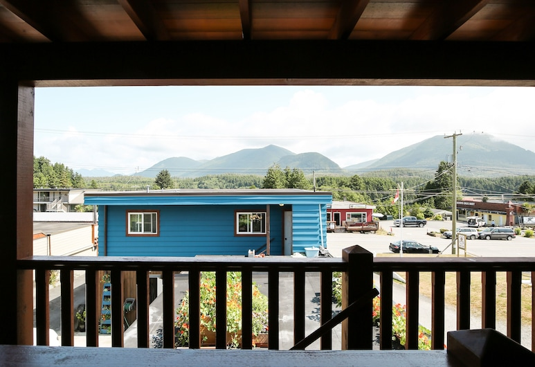 Pluvio Restaurant and Rooms, Ucluelet, Interior Entrance