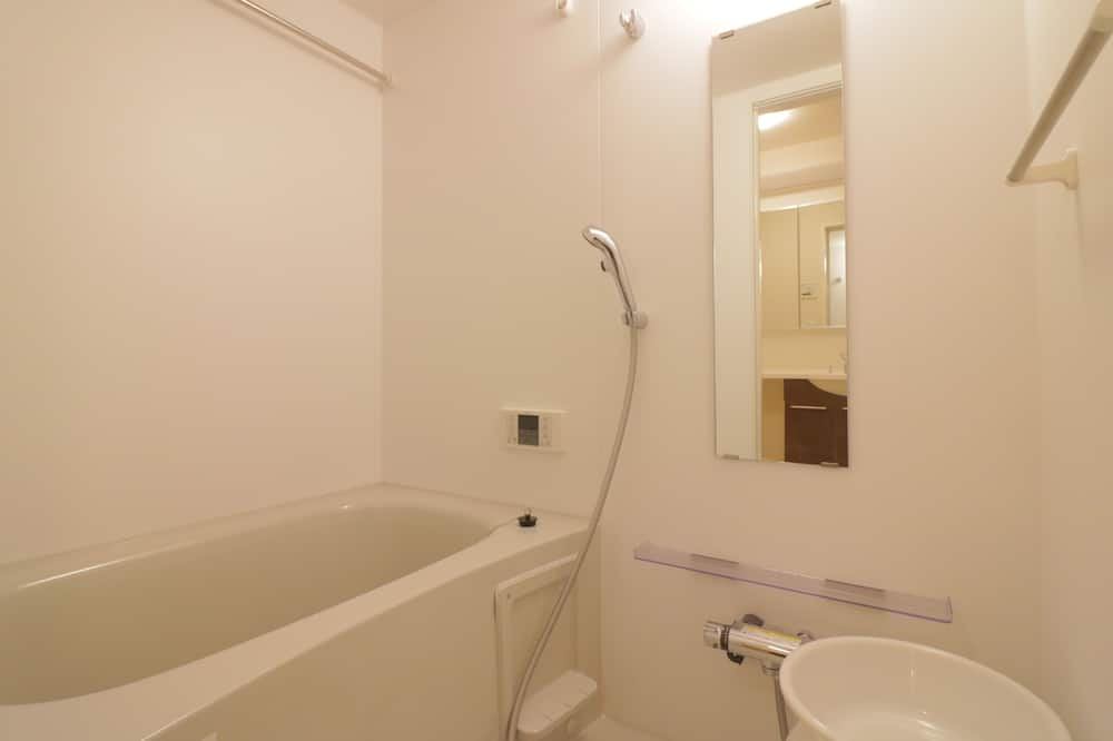 DT102 - Bathroom
