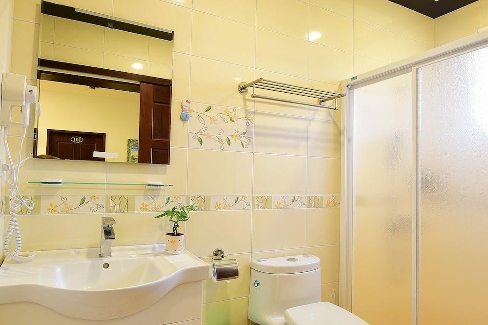 Čtyřlůžkový pokoj, 2 dvojlůžka, bezbariérový přístup, nekuřácký (Private External Bathroom) - Koupelna