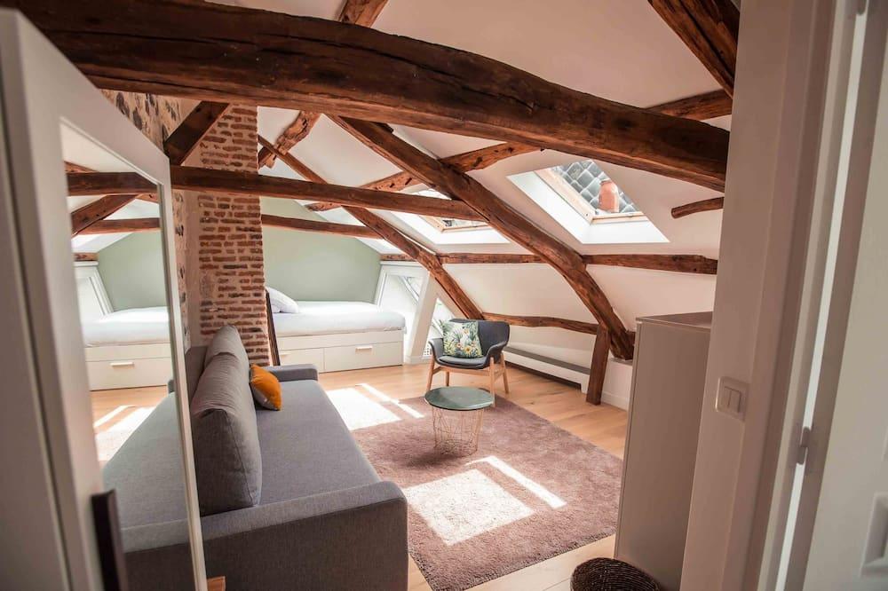 Quadruple Room (Lichen) - Living Area