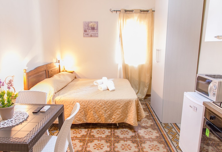 Cefalù Old Town Apartments, Cefalù, Studio (Magnolia), Room