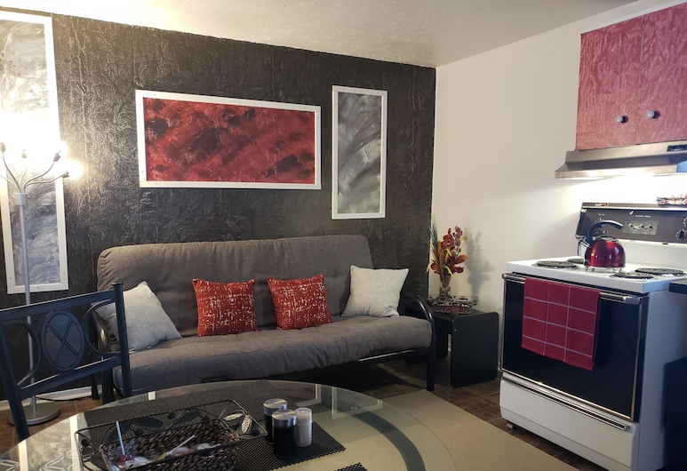 Ciche przytulne mieszkanie obok autostrady WiFi + Netflix, Edmundston, Salon
