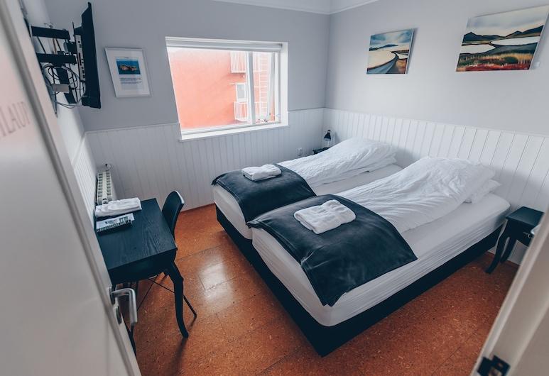 Drangey Guesthouse, Skagafjörour, Basic-Apartment, 4Schlafzimmer, Küche, Bergblick, Zimmer