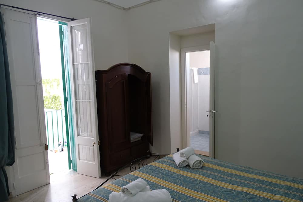 Classic Double Room (105) - Guest Room