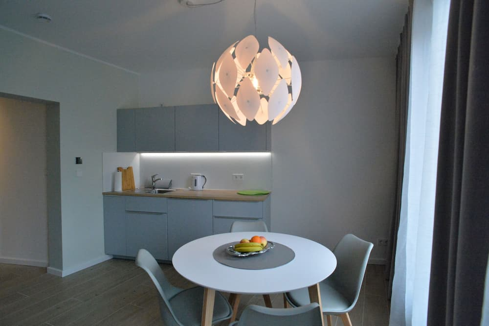 Familienapartment (401 - inclusive cleaning Fee 30 EUR) - Essbereich im Zimmer