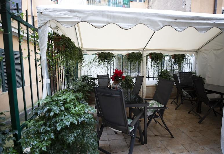 Flatinrome Trastevere Deluxe Rooms, Rome, Terras