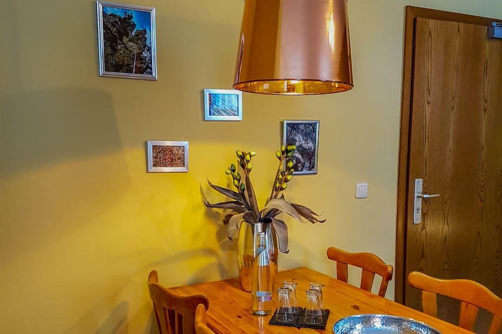Kamar Quadruple - Tempat Makan Di Kamar