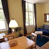 อพาร์ทเมนท์สำหรับครอบครัว, ระเบียง (18) - ห้องนั่งเล่น