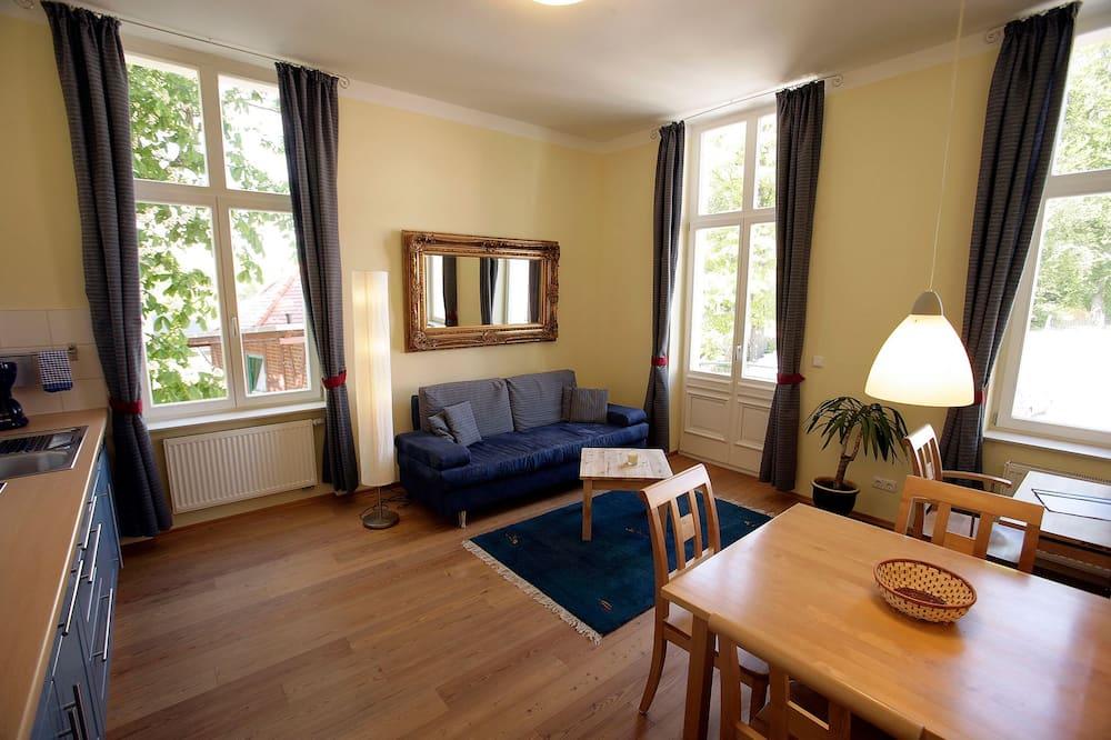 อพาร์ทเมนท์สำหรับครอบครัว, ระเบียง (17) - ห้องนั่งเล่น