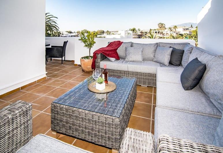 AGC28- 2 bedroom apt walking distance to beach, Marbella