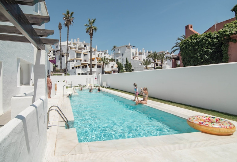 IVY- Fantastic 3 bedroom apt with private garden, Marbella, Außenpool