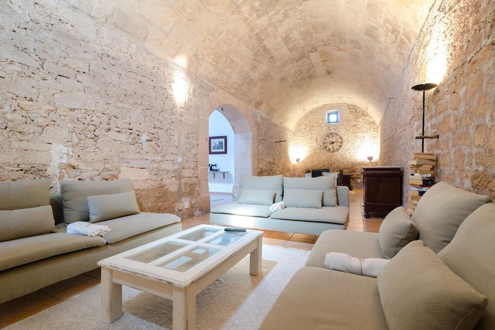 Villa (4 Bedrooms) - Ruang Tamu