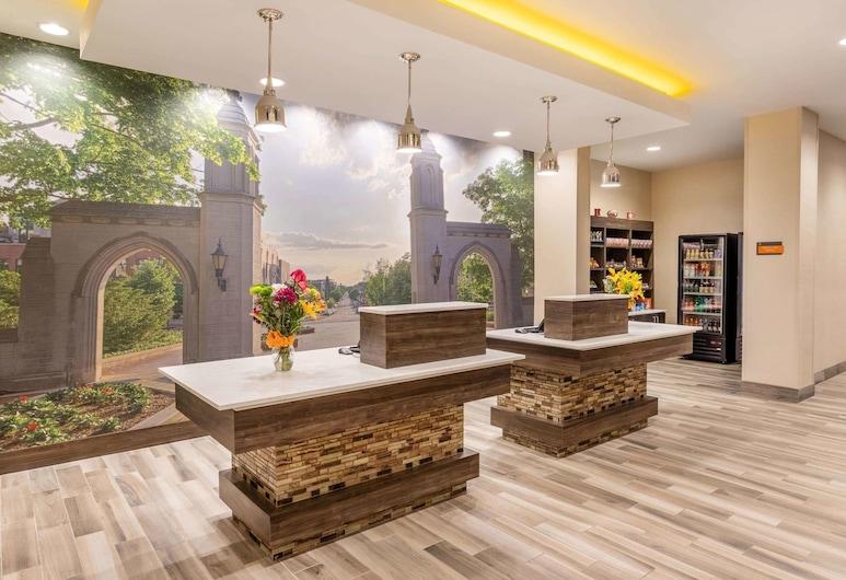 La Quinta Inn & Suites by Wyndham Bloomington, Bloomington, Reception