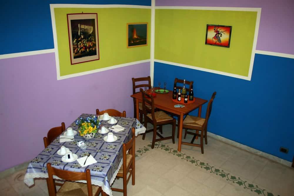 Izba, 1 spálňa - Obývacie priestory