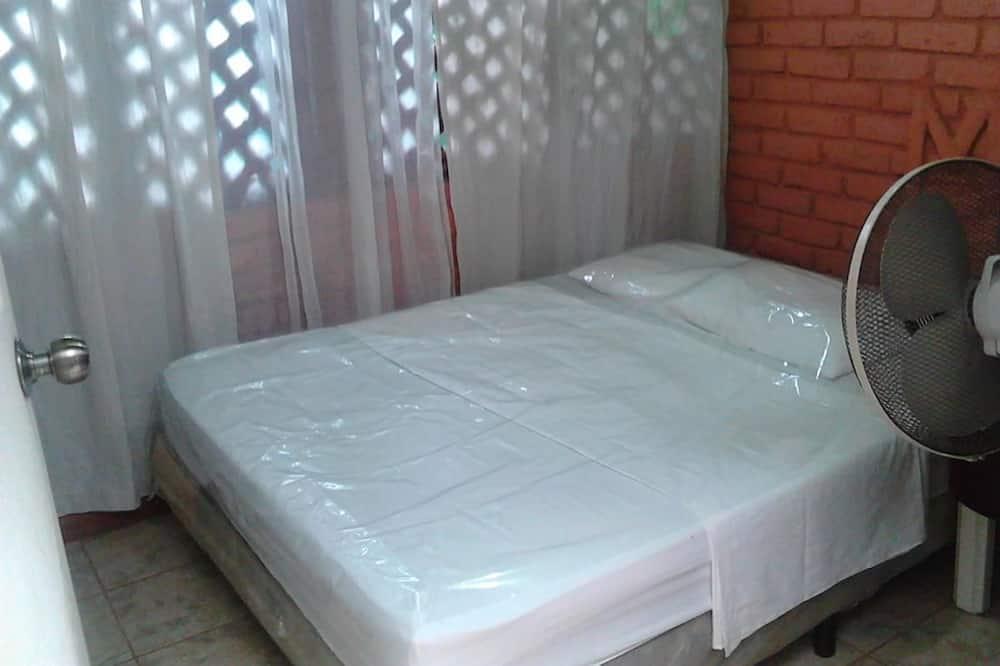 Pokój dwuosobowy z 1 lub 2 łóżkami, podstawowy, Łóżko podwójne - Zdjęcie opisywane