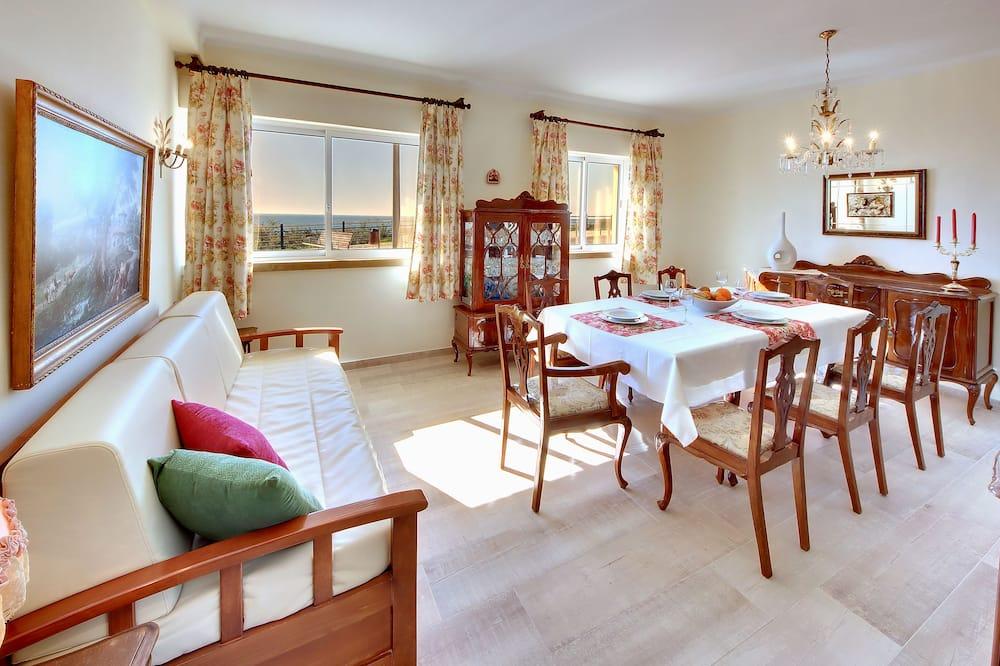 Apartment, 3 Bedrooms, Terrace, Ground Floor - Living Room