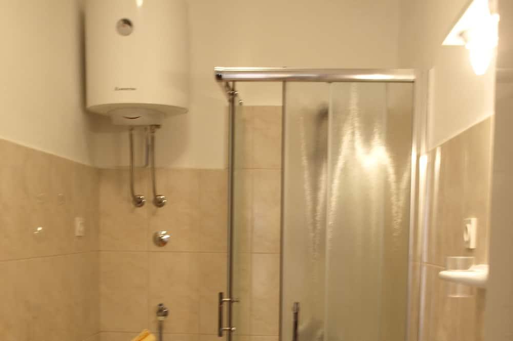 패밀리 아파트, 정원 전망 - 욕실