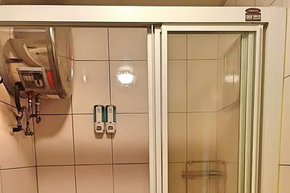 غرفة علوية للصفوة - سرير ملكي - بحمام داخل الغرفة - في الطابق الأوسط - حمّام