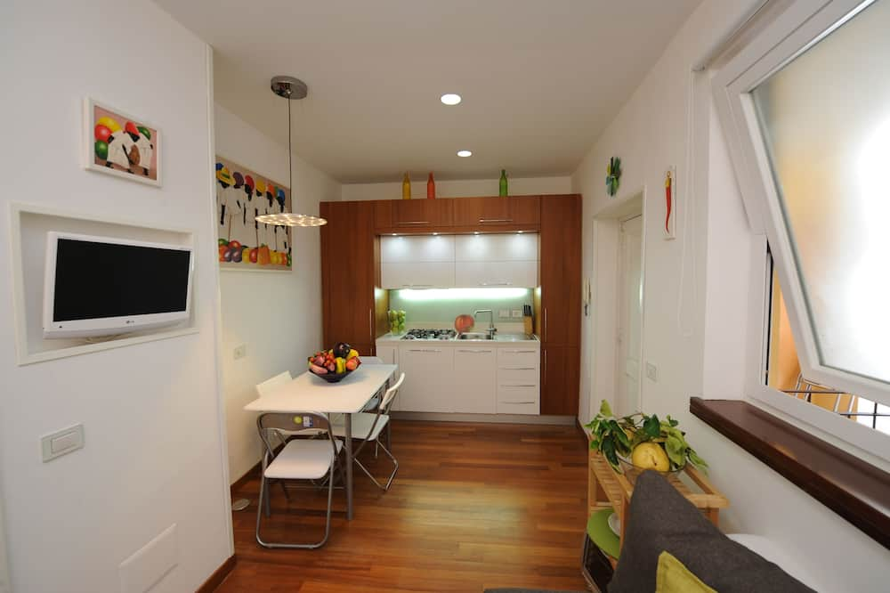 Deluxe Apartment, 1 Bedroom, Kitchen, City View (Suite) - Living Area