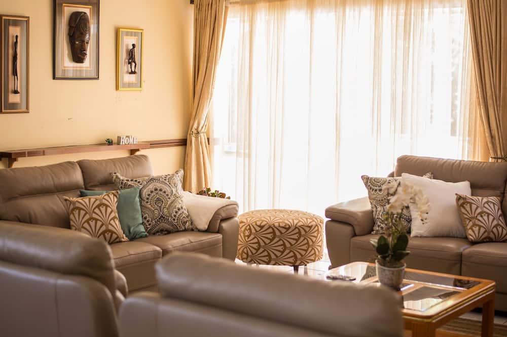 Villa, 3 magamistoaga, vaade siseõuele - Elutuba
