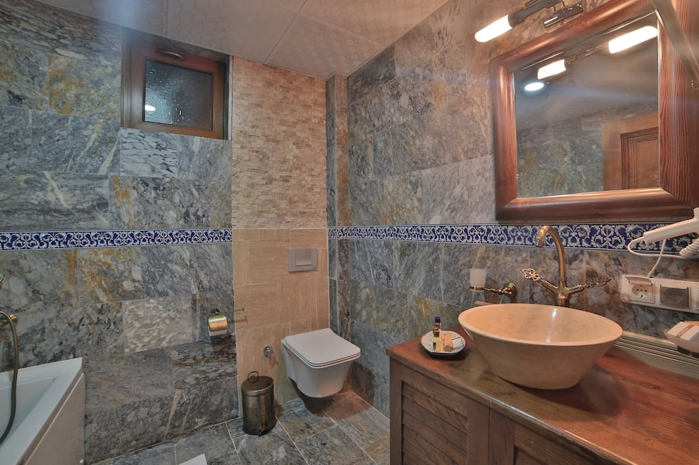 Comfort Double Room, Valley View - Bathroom