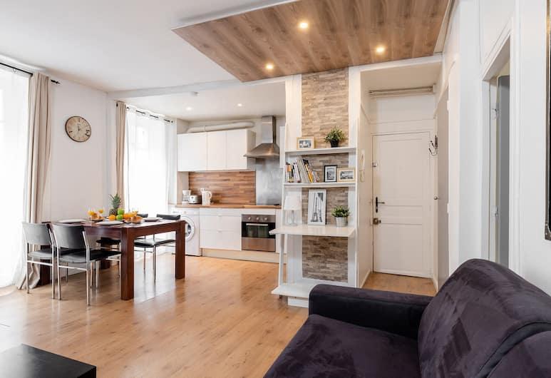 Eiffel Tower - Rue Cler Area Apartment, Paris, Apartment ((83) Grenelle), Living Area