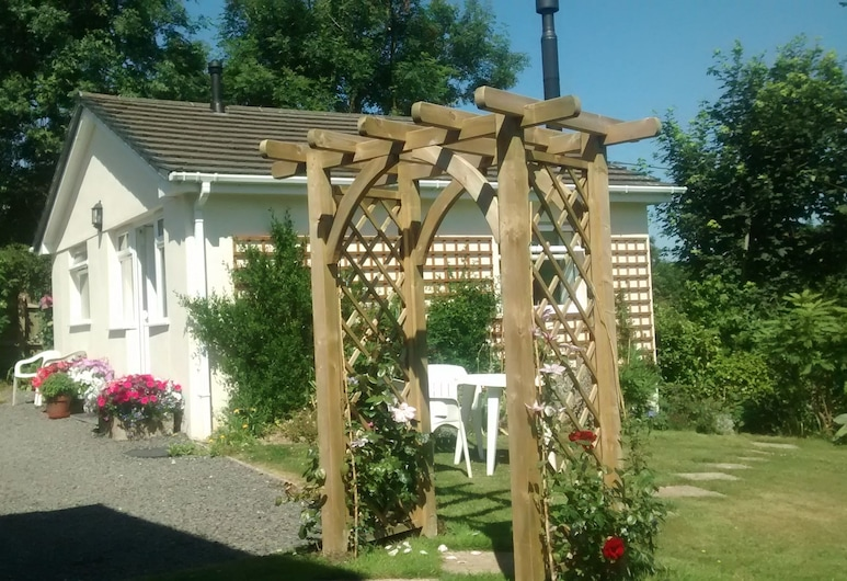 Clouds Bed and Breakfast - in an Area of Outstanding Natural Beauty, Bideford, Teres/Laman Dalam
