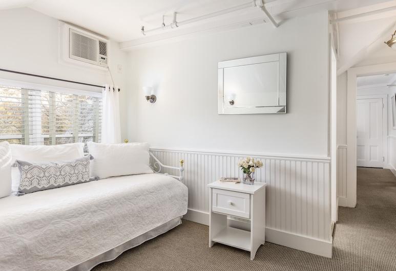 The Huntting Inn, East Hampton, Deluxe Suite, 1 Queen Bed, Guest Room
