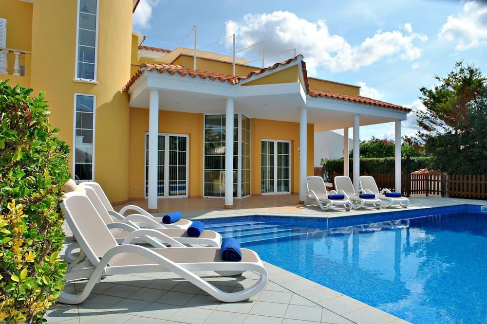 Rodinná vila, 2 ložnice, soukromý bazén - Soukromý bazén